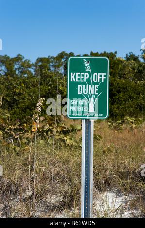 Melden Sie Warnung weg von den Dünen, Tigertail Beach, Marco Island, Golf-Küste, Süd-Florida, USA - Stockfoto