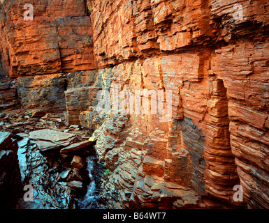 Rote Wände im Inneren Weano Gorge Karijini National Park Western Australia - Stockfoto