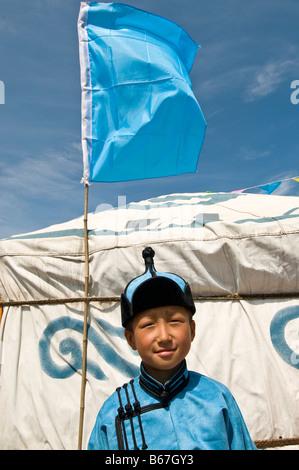 Traditionell gekleideten ethnischen mongolischen Kind besucht im Sommer Naadam Festival Xiwuzhumuqinqi Innere Mongolei - Stockfoto