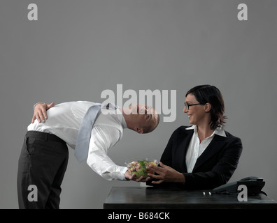 Geschäftsmann, das Mittagessen an Kollegen - Stockfoto
