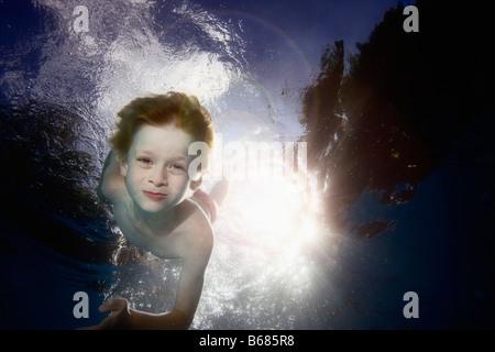 Jungen unter Wasser - Stockfoto