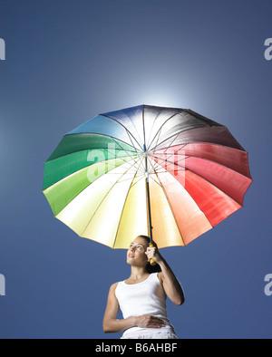 Mädchen mit Sonnenschirm - Stockfoto