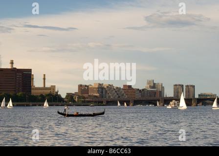 Gondel über den Charles River in Boston, Massachusetts - Stockfoto