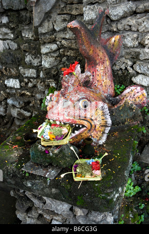 Indonesien, Sanur, Bali, Statue in Hindu-Tempel. - Stockfoto