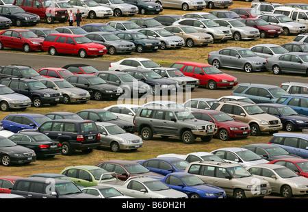 Fahrzeuge im Parkhaus - Stockfoto