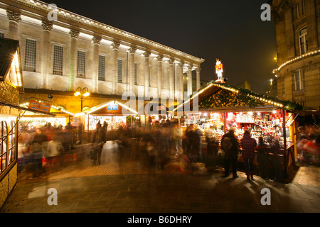 frankfurter weihnachtsmarkt in victoria square birmingham gro britannien stockfoto bild. Black Bedroom Furniture Sets. Home Design Ideas