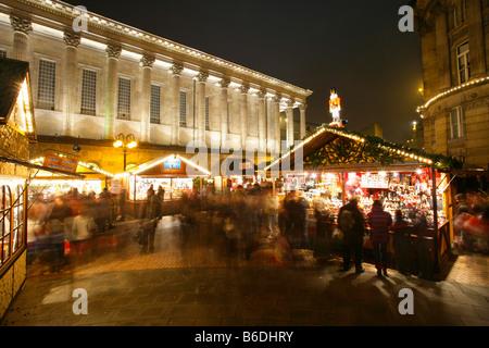 frankfurter weihnachtsmarkt in victoria square birmingham gro britannien stockfoto bild. Black Bedroom Furniture Sets. Home Design Ideas