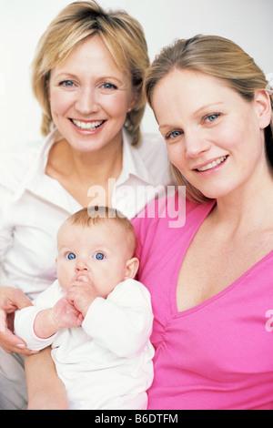 Familiengenerationen. Großmutter, ihre Tochter und Enkelin. - Stockfoto