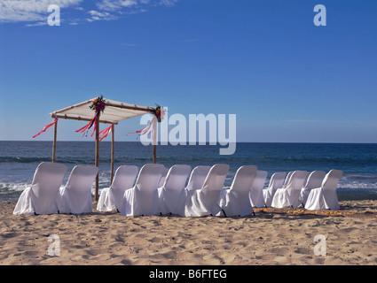 Alles ist bereit für die Hochzeit am Strand - Stockfoto