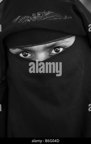 Indische muslimische Frau Niqab tragen. Indien. Schwarz / weiß - Stockfoto