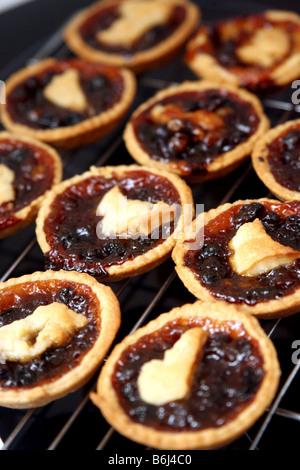 Hause Mince Pies rechtzeitig zu Weihnachten gemacht Hausmannskost - Stockfoto
