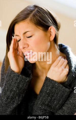 Frau mit Kopfschmerzen - Stockfoto