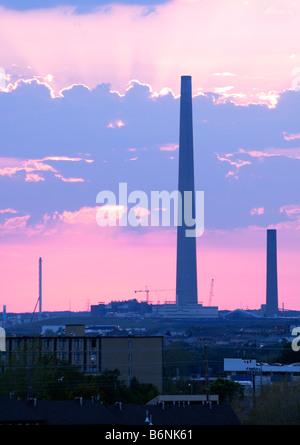 die Superstack in Sudbury, Ontario, Kanada.  Dies wurde ist die weltweit höchste Schornstein und in ein kontinuierliches - Stockfoto