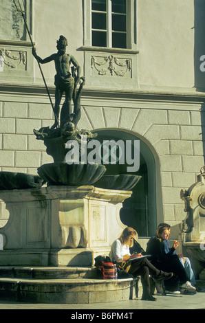 Brunnen von Nettuno am Piazza del Erbe Obstplatz in Bozen Bozen Südtirol Südtirol Italien - Stockfoto