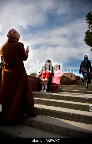 Istanbul Türkei Europa Asien Türkei reisen Menschen muslimischen Islam Bosporus Kinder Frau Treppen Straße - Stockfoto