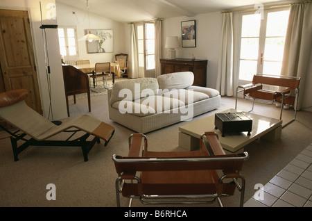 Beige Sofa Und Marcel Breuer Wassily Sessel In Offene Wohn  / Esszimmer Mit  Mitte Des