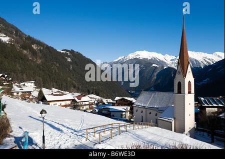 Blick über Finkenberg Blick in Mayrhofen, Zillertal (Zillertal), Tirol, Österreich - Stockfoto