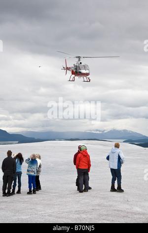 Hubschrauber transportiert Touristen Mendenhall-Gletscher in der Nähe von Juneau, Alaska - Stockfoto