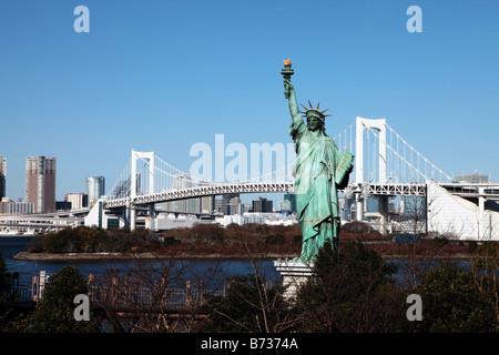 Freiheitsstatue Liberty Nachbau von Tokyo Bay in Odaiba, Tokyo, Japan - Stockfoto