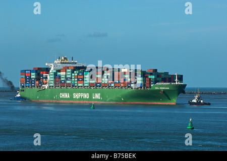 Container-Schiff in den Hafen von Rotterdam - Stockfoto