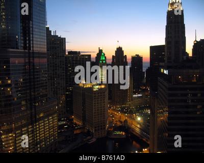 Wrigley Building in Chicago im Morgengrauen - Stockfoto