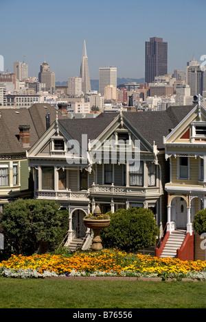 Zeile des viktorianischen Häuser am 712-720 Steiner Street, San Francisco, Kalifornien, USA - Stockfoto