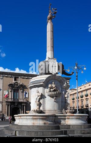 Fontana dell'Elefante von Vaccarini, Piazza Duomo, Catania, Sizilien - Stockfoto