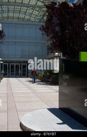 "Vor dem Eingang zu Apple, Inc. (""Apple Computer"") (AAPL) Hauptquartier, Cupertino, California - Stockfoto"