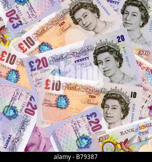 Geld - zehn und zwanzig Pfund-Noten Sterling Währung Draufsicht - alten Stil 20 Pfund-Noten - Stockfoto