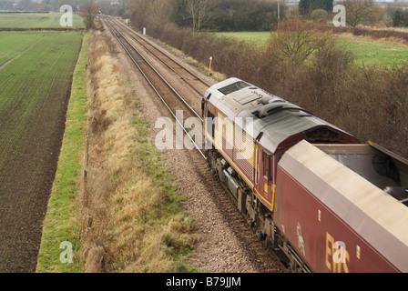 EWS DB Schenker Güterzug vorbei Swarkestone Derbyshire in Richtung Burton On Trent leere Kohlewagen ziehen - Stockfoto