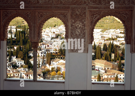 Albaycin Blick von Windows La Alhambra in Granada, Spanien. - Stockfoto