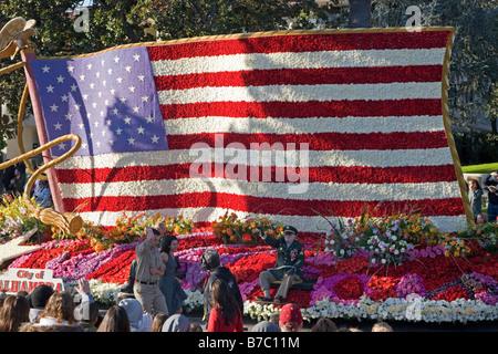 Festwagen dekoriert mit Blumen in den jährlichen neuen Jahre Tag Rose Bowl Parade, Pasadena, Kalifornien, USA - Stockfoto