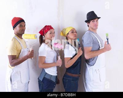 Gruppe von Freunden zu Wand zu malen. - Stockfoto