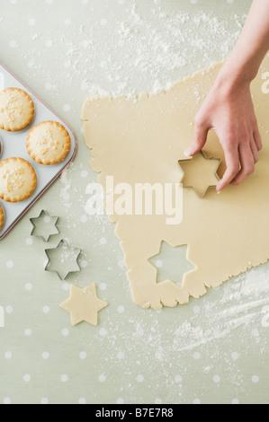 Herstellung von Mince Pies und cookies - Stockfoto
