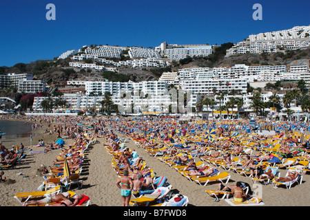 Strand von Puerto Rico auf Gran Canaria auf den Kanarischen Inseln. - Stockfoto