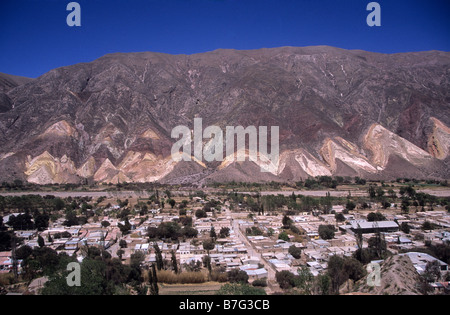 """Blick über Maimara, """"Der Maler Palette"""" / """"La Paleta del Pintor"""" Hang, Quebrada de Humahuaca, Argentinien - Stockfoto"""