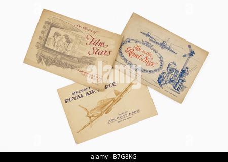 Karte der Zigarette Alben von John Player & Söhne & W.D.H.O. & Wills mit Filmstars, Marine Life, Flugzeuge der Royal - Stockfoto