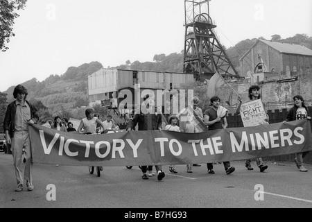 10. August 1984 März militante Jusos der Labour Party mit Bannern, Bergleute während des Streiks 84/85 zu unterstützen - Stockfoto