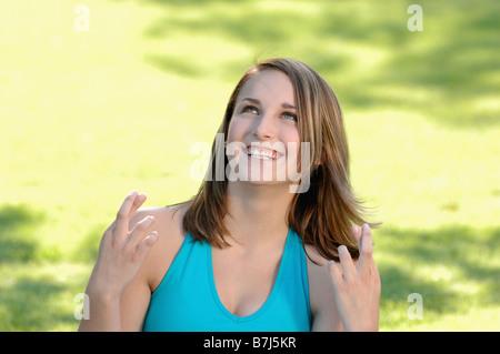 Junges Mädchen im Park, Regina, Saskatchewan - Stockfoto