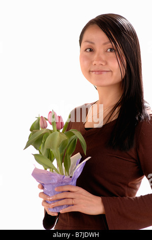 Asiatische junge Mädchen w/Blume, Regina, Saskatchewan - Stockfoto