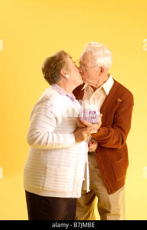 Älteres Paar posieren; Regina Saskatchewan, Kanada - Stockfoto