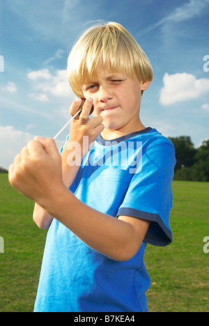 Junge mit conker - Stockfoto
