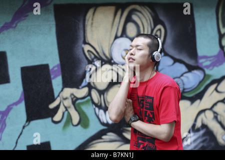 Mann, Musik hören - Stockfoto