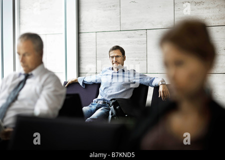 Menschen in einem Wartezimmer - Stockfoto