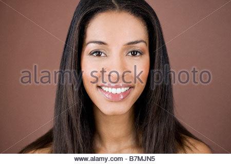 Ein Porträt einer jungen Frau, Lächeln - Stockfoto