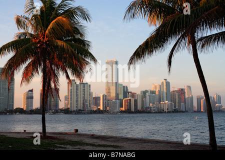Späten Nachmittag Blick auf die Skyline von Miami, Florida - Stockfoto