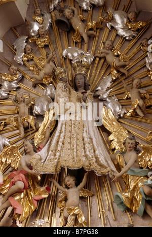 Sossau, Marienwallfahrtskirche, Gnadenbild am Hochaltar, Madonna Mit Kind Im Festkleid, um 1400 - Stockfoto