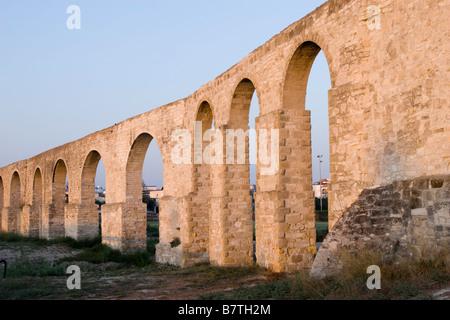 Blick auf den Sonnenuntergang von der Kamares-Aqeduct in Larnaca, Zypern - Stockfoto