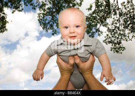 Baby statt in der Luft - Stockfoto