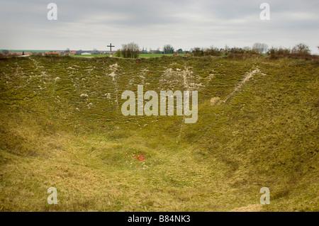 Lochnagar Krater Somme Schlachtfeld mit Mohn und Gedenkstätten für die Toten - Stockfoto